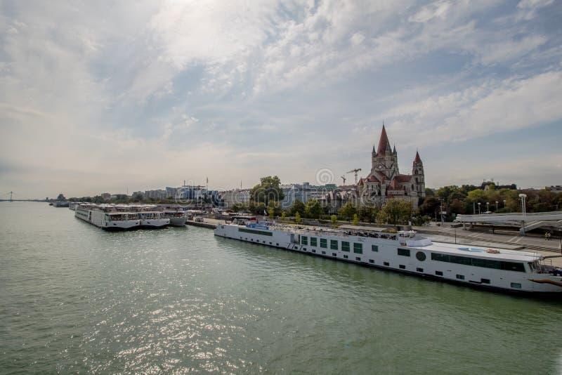 A ponte imperial no outono, ?ustria de Viena imagem de stock