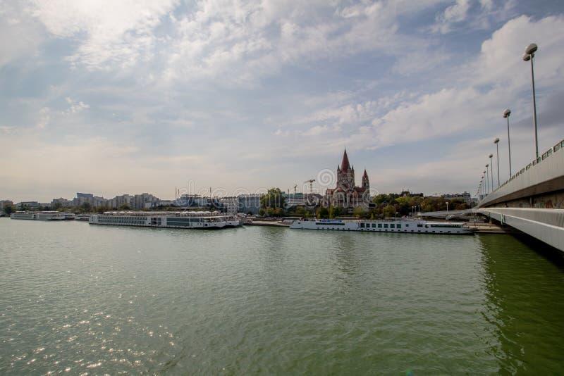 A ponte imperial no outono, ?ustria de Viena fotos de stock
