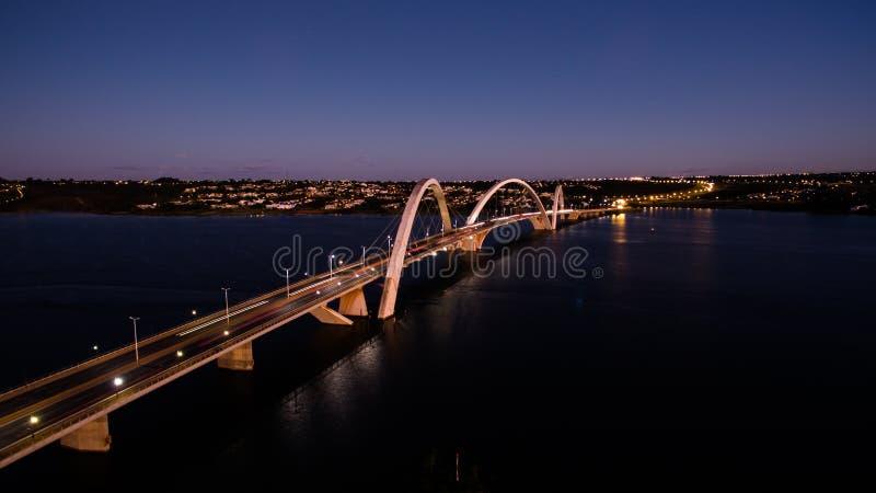 Ponte JK på skymning i Brasilia arkivbild