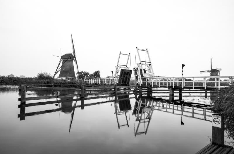 Ponte levadiça no moinho de vento fotografia de stock