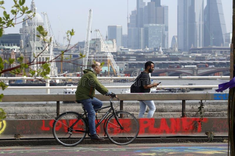 Ponte Londra di waterloo di protesta di ribellione di estinzione immagine stock libera da diritti