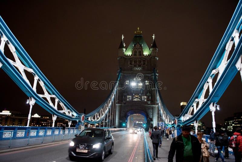 Ponte Londres da torre na noite foto de stock