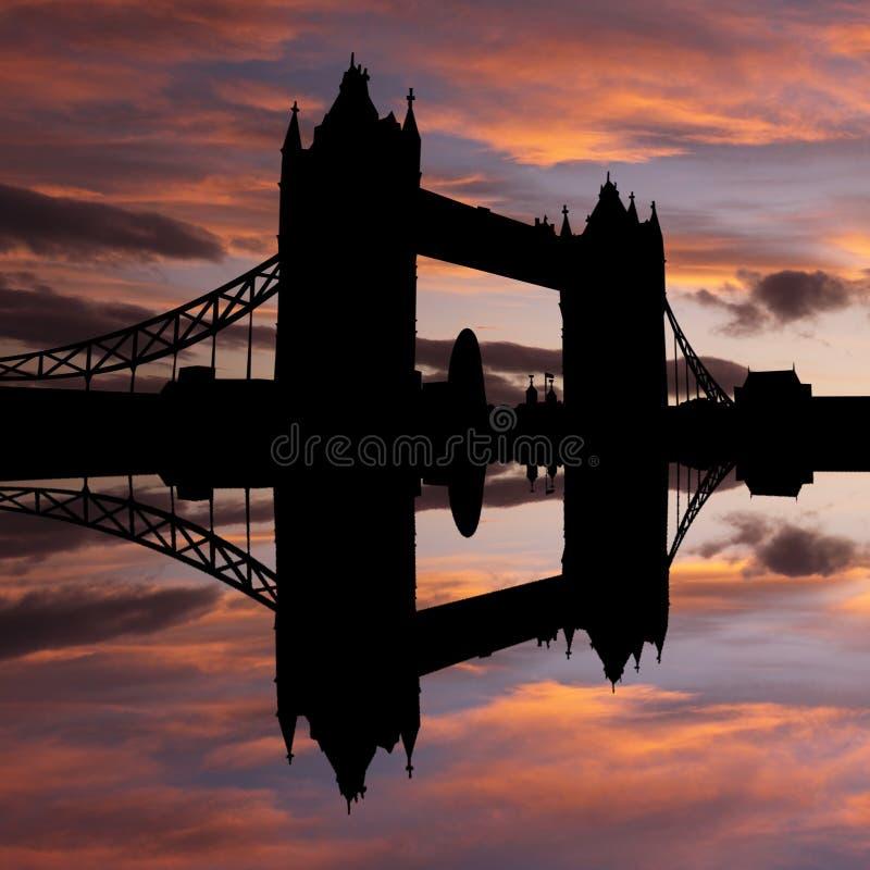 Ponte Londres da torre no por do sol ilustração stock