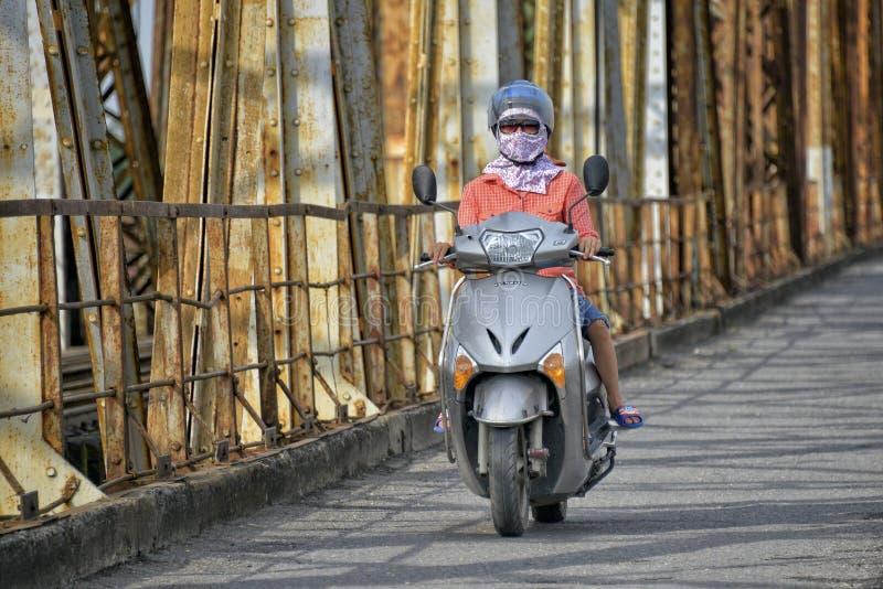 Ponte longa de Bien em Hanoi, Vietname imagens de stock royalty free
