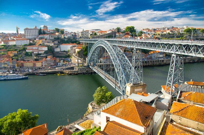 Ponte Luis Bridge stad över för den Douro floden, Porto Oporto, Portugal royaltyfri bild