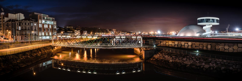 Ponte moderna de San Sebastian em Aviles foto de stock