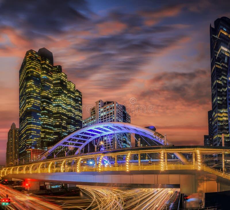 Ponte moderno alla stazione ferroviaria a Bangkok immagine stock