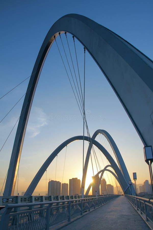 Ponte moderno dell'arco immagini stock