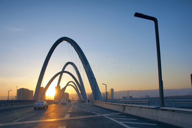 Ponte moderno dell'arco fotografia stock libera da diritti