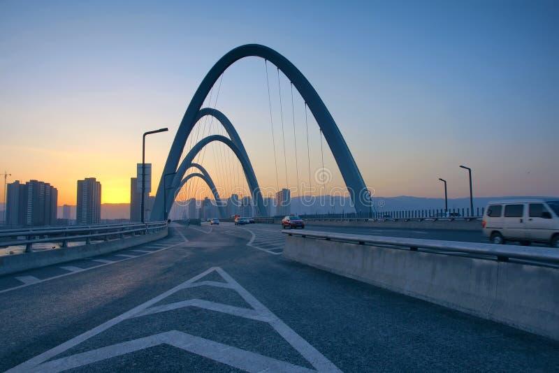 Ponte moderno dell'arco fotografia stock