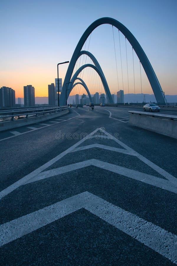 Ponte moderno dell'arco immagine stock