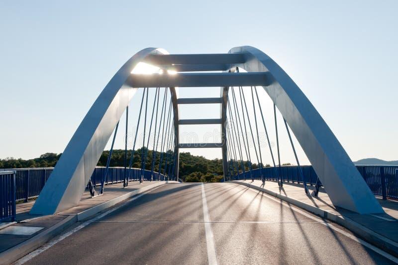 Ponte moderno della strada fotografie stock