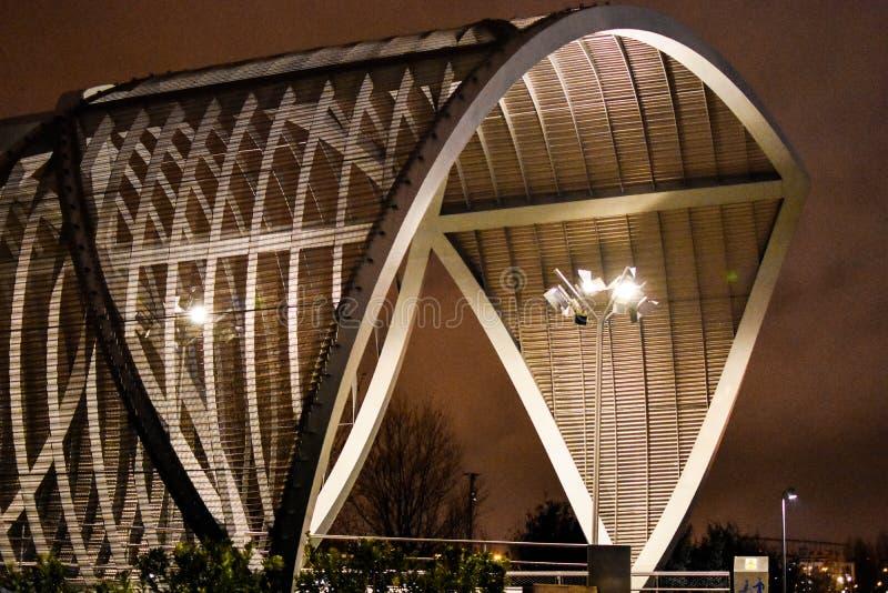 Ponte monumental de Arganzuela, noite do centro da cidade do Madri, Espanha foto de stock