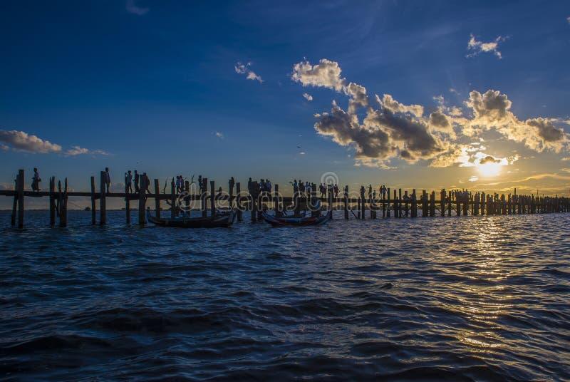 Ponte Myanmar di U Bein fotografie stock libere da diritti