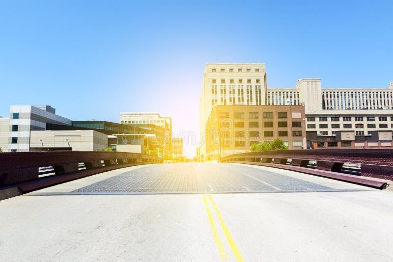 Ponte na cidade do centro imagem de stock royalty free
