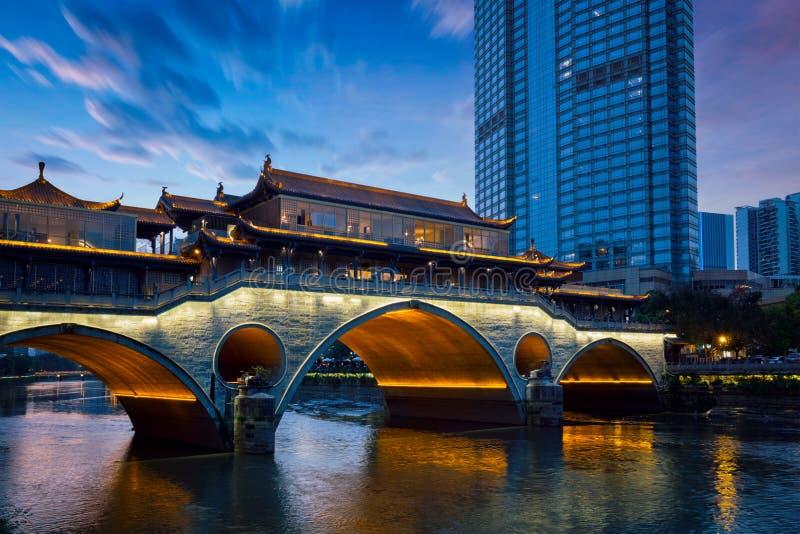 Ponte na noite, Chengdu de Anshun, China imagens de stock