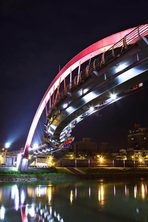 Ponte na noite em Taipei foto de stock
