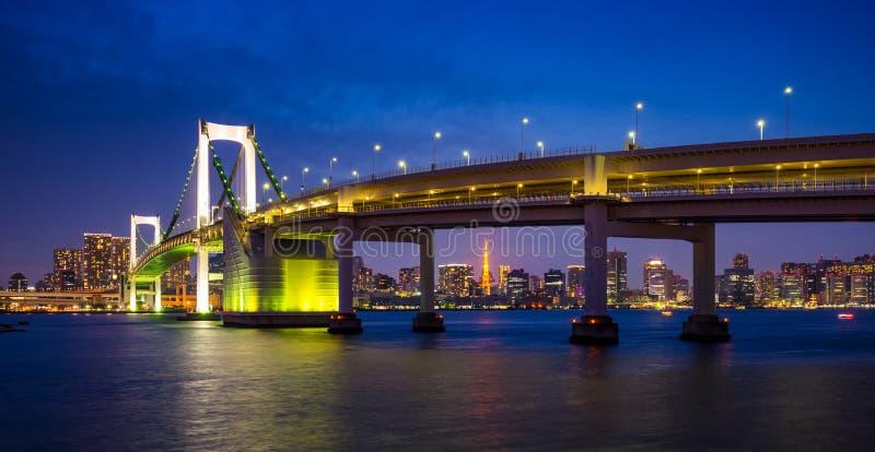 Ponte na noite, Tokyo do arco-íris, Japão imagens de stock royalty free