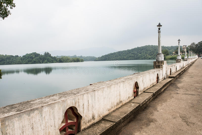 Ponte na represa de Neyyar fotografia de stock