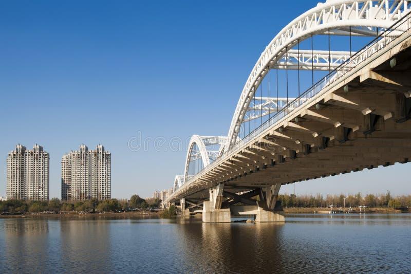 Ponte no rio de Hunhe fotos de stock