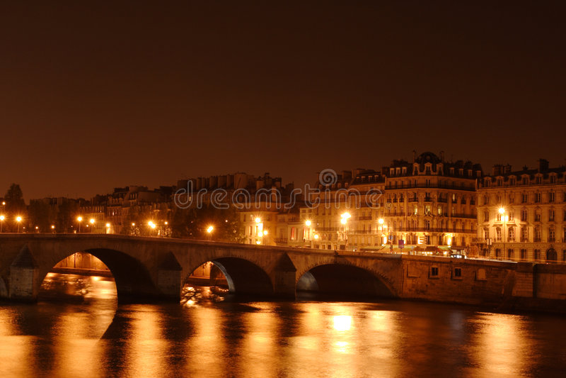 Ponte no rio de Seine em Paris, France imagem de stock royalty free