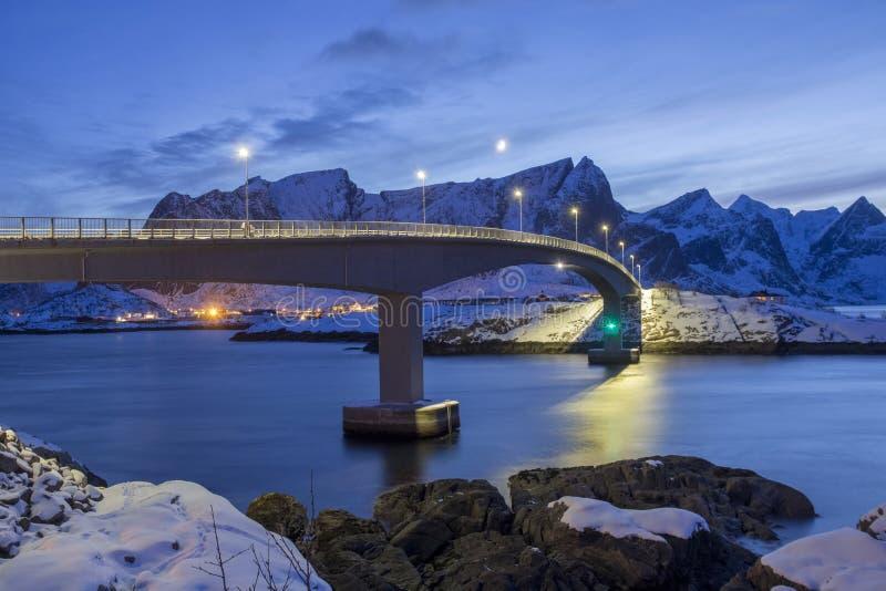 Ponte norvegese classico, grande paesaggio uguagliante di inverno fotografia stock