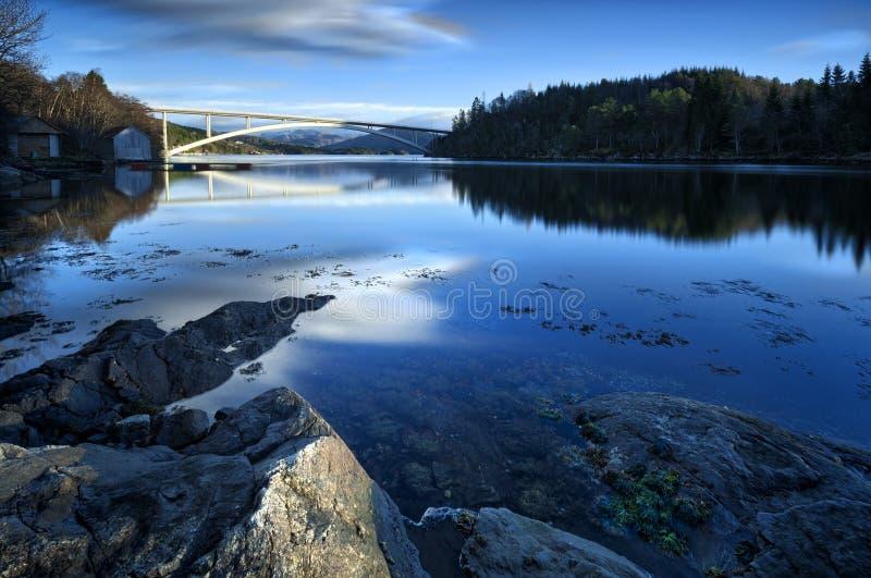 A ponte nova em Skodje, Noruega fotos de stock royalty free