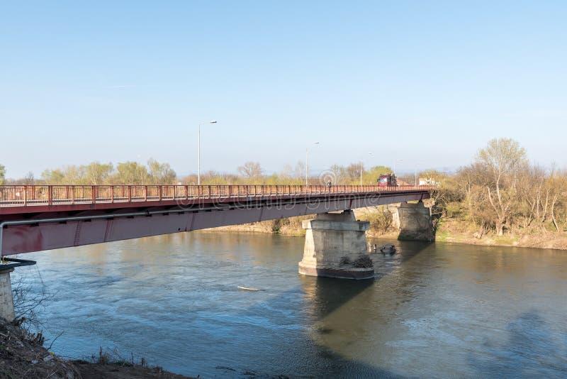 Ponte nova no lugar do velho em Varvarin que foi bombardeado pela aviação da OTAN na guerra em 1999 imagem de stock royalty free