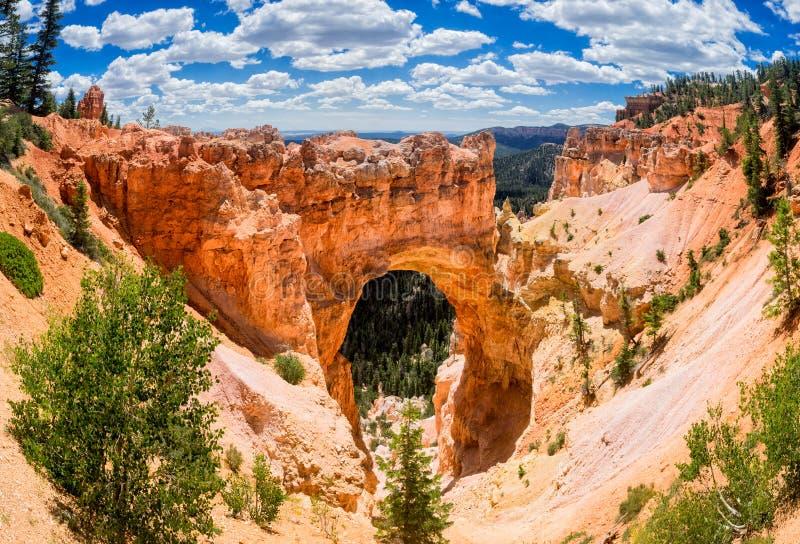 Ponte ou arco natural no parque de Bryce Canyon National, Utá fotos de stock royalty free