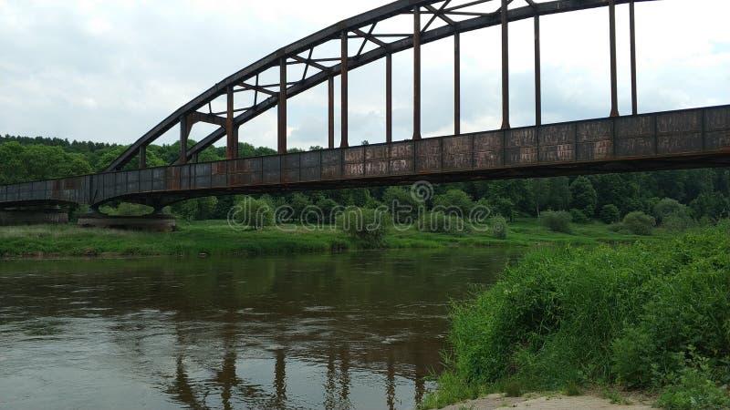 Ponte oxidada sobre o Weser imagem de stock