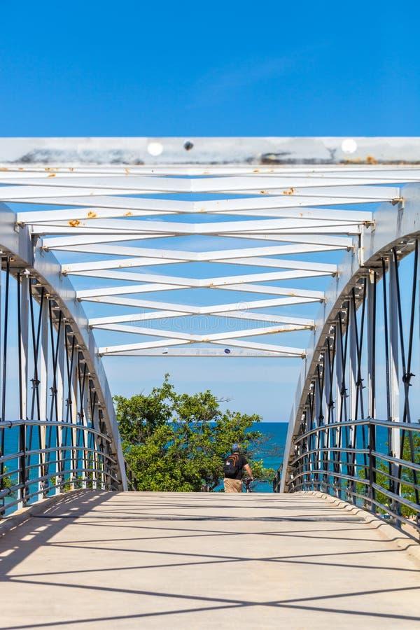 Ponte pedestre sobre a movimentação norte da costa do lago em Chicago, Illion fotografia de stock royalty free