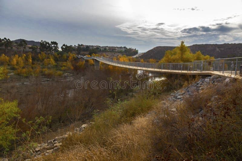 Ponte pedonale di Hodges del lago in Escondido San Diego County North Inland fotografie stock