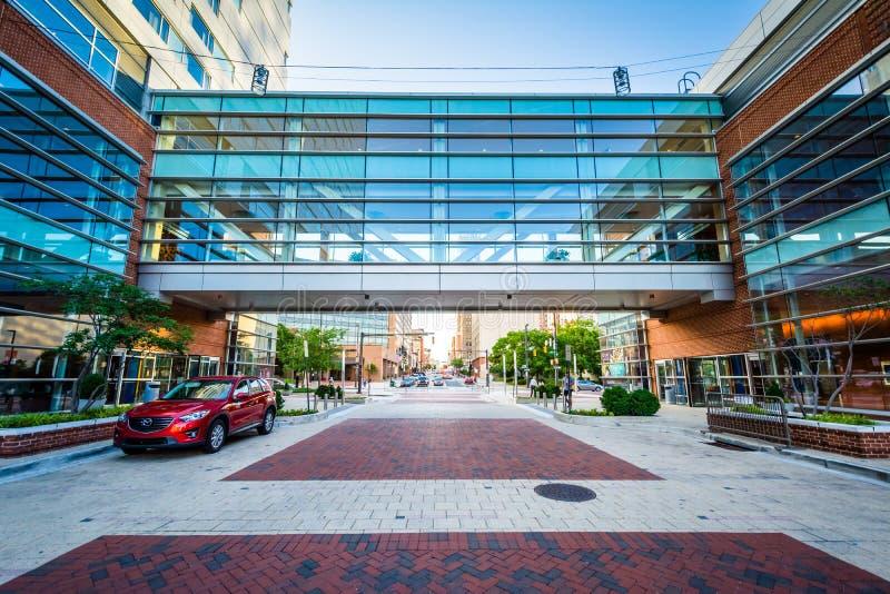 Ponte pedonale incluso moderno a Baltimora del centro, Maryland fotografie stock
