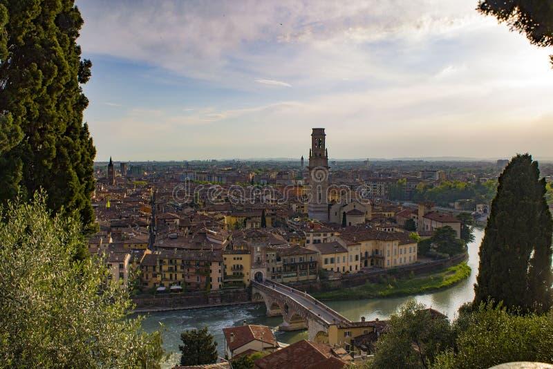 Ponte Pietra most na Adige rzece w Verona, Włochy obraz stock