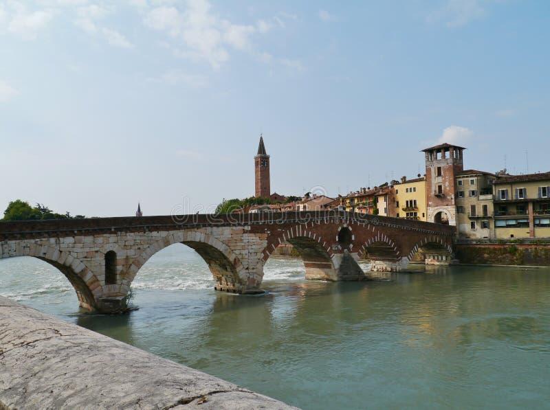 Ponte Pietre un puente en Verona en Italia foto de archivo