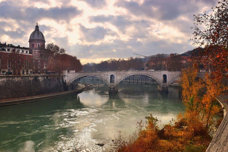 Ponte Principe Amedeo Savoia Aosta, pont à travers le Tibre à Rome photos stock