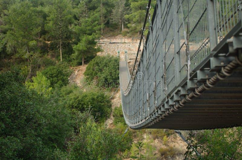 Ponte provvisto di cardini in Nesher. Israele fotografia stock