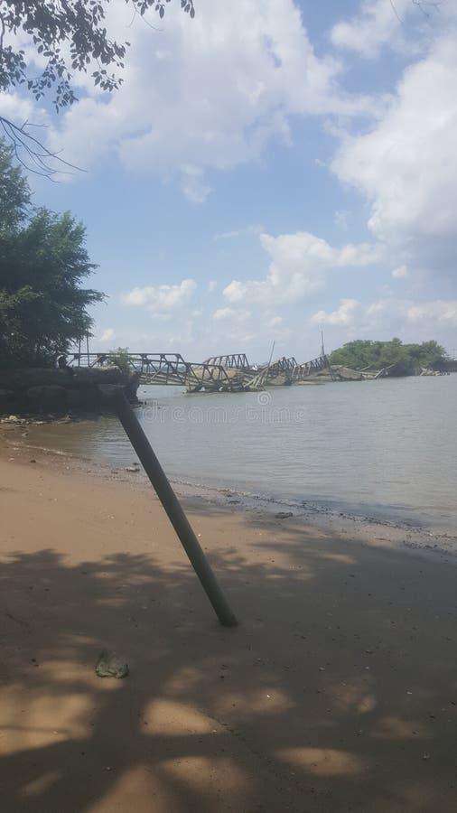 Ponte quebrada o Rio Delaware fotos de stock royalty free