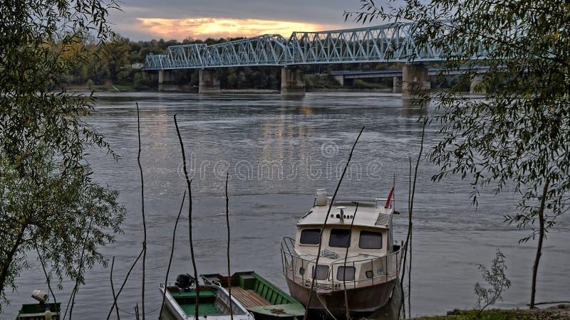 Ponte &Railway del Danubio immagini stock