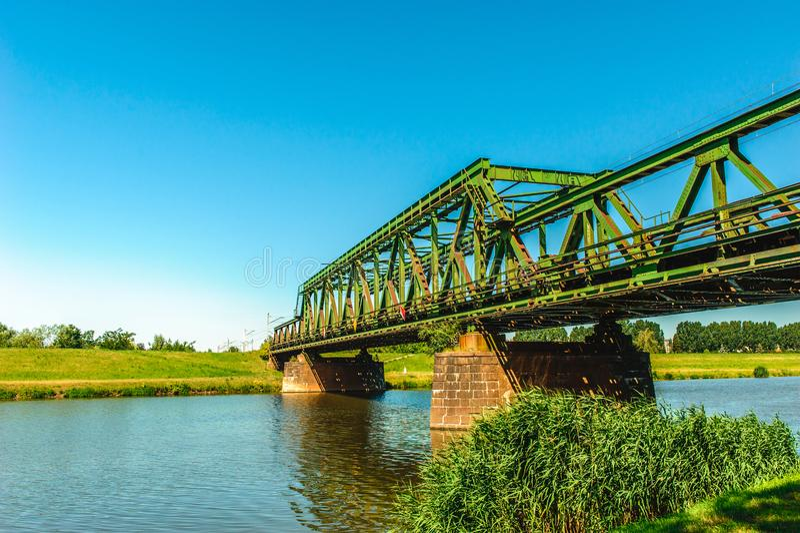 Ponte Railway sobre o rio foto de stock royalty free