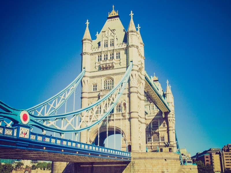 Ponte retro Londres da torre do olhar imagens de stock royalty free
