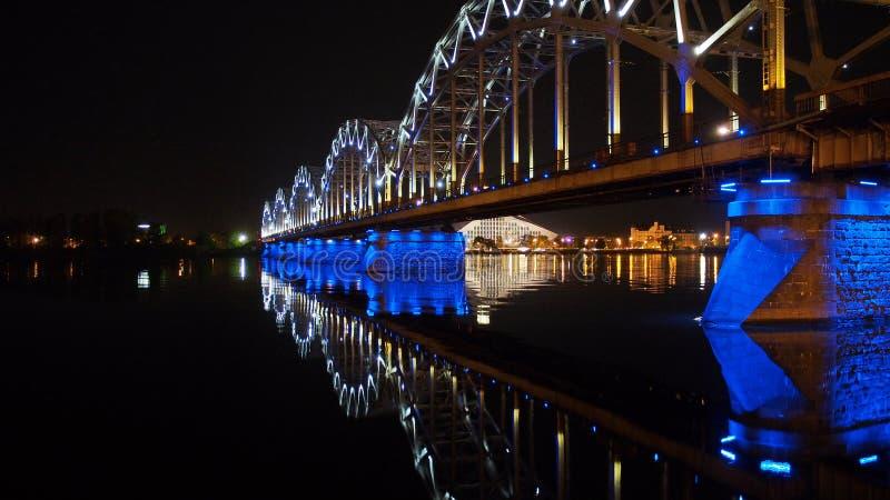 Ponte Riga da noite imagem de stock royalty free