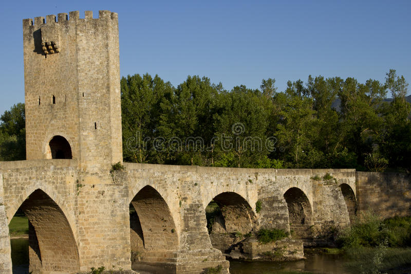 Ponte romanico in frias fotografie stock