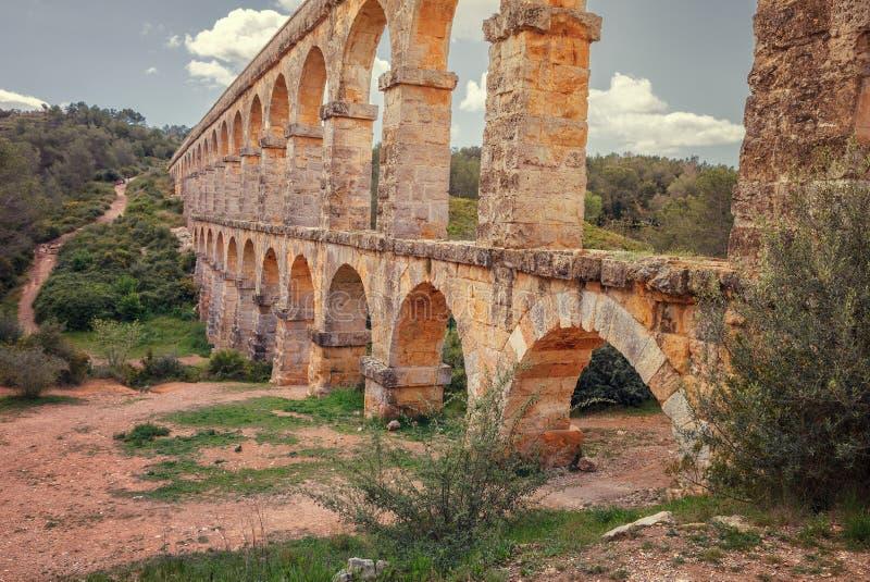 Ponte romano, aquedotto del ` s del diavolo costruito vicino a Tarragona, Spagna fotografia stock libera da diritti