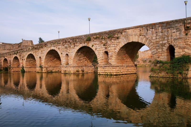 Ponte romano a Merida immagine stock