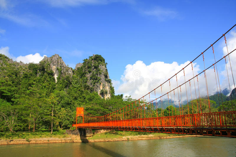 Ponte rosso in Vang Vieng fotografia stock