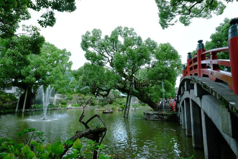 Ponte rosso tradizionale del Giappone in Dazaifu fotografia stock libera da diritti