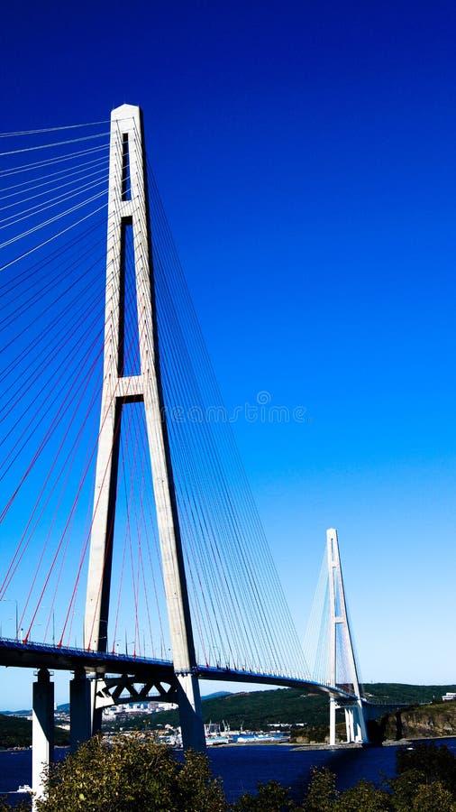 Ponte russo - ponte strallato in Vladivostok durante il giorno fotografia stock