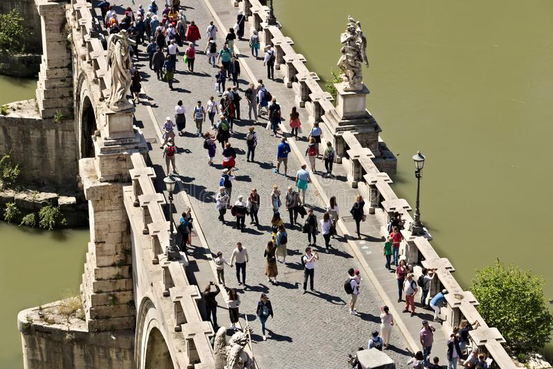 Ponte Sant ?Angelo kruist de Tiber-rivier in Rome royalty-vrije stock afbeelding