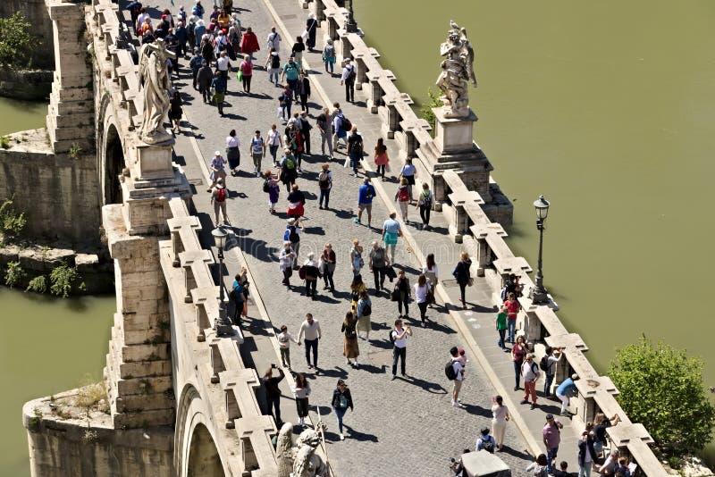 Ponte Sant ?Angelo krzy?uje Tiber rzek? w Rzym obraz royalty free